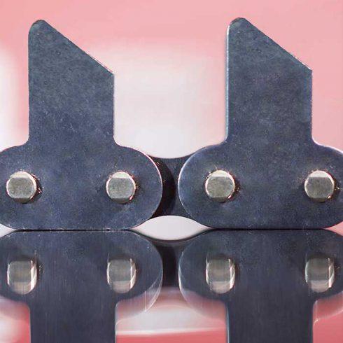 Sedis chaînes adaptées, chaînes à plaques taquets